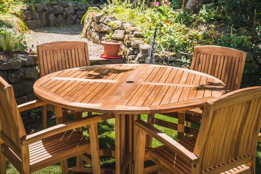 Premium Teak 1.4m Circular Folding Pedestal Table and 4 Solid Stacking Charlotte chairs